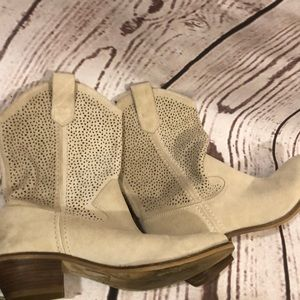 Cream Western Boot Size 9